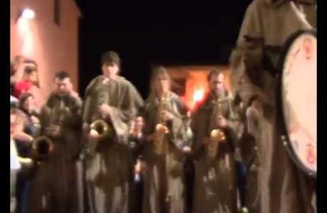 A Mercantia, amazzoni e frati col sax