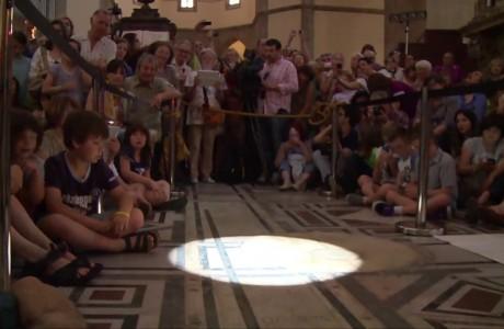 Astronomia: il passaggio del sole dentro il Duomo di Firenze