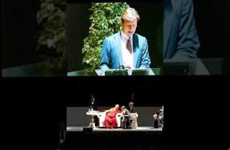 Dario Nardella consegna il Sigillo della Pace al Dalai Lama