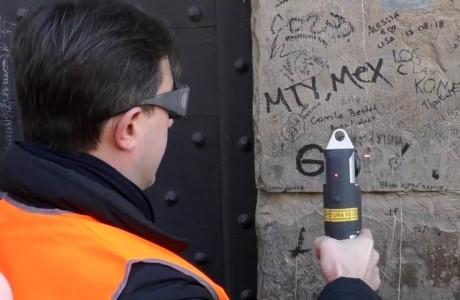 Decoro e cultura: con il laser si ripuliscono scritte e graffiti