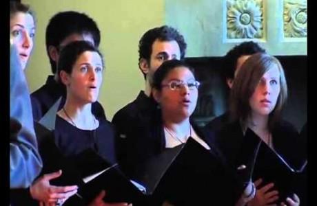 Il coro universitario a Villa Caruso