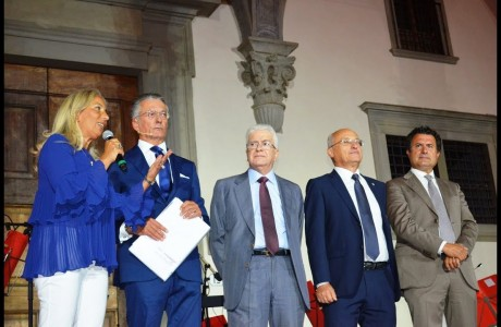 Il Cuore di Firenze, la cena di beneficenza che ha illuminato Piazza Santissima Annunziata