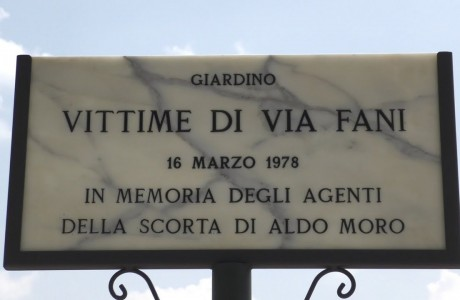 Intitolati alla vittime di via Fani i giardini di Lungarno Aldo Moro