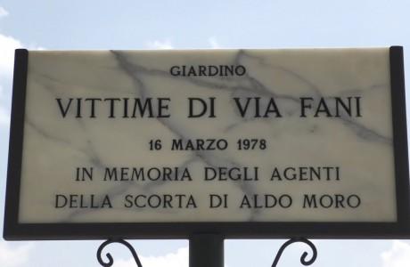 Intitolati alla vittime di via Fani i giardini di Lungarno Aldo Moro