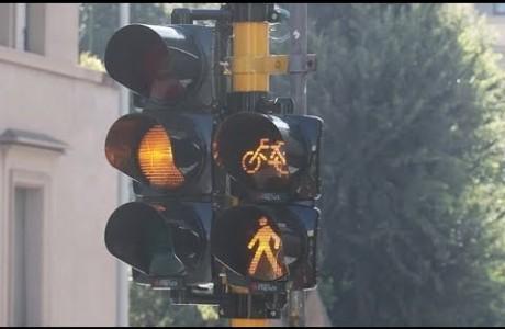 Più sicurezza per ciclisti e pedoni arrivano 50 nuovi semafori