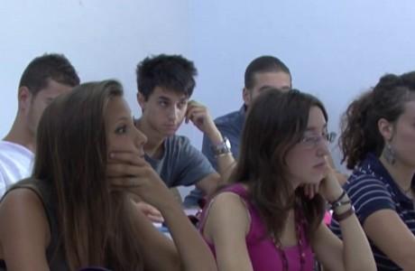 Scuola, 700 studenti in meno alle superiori